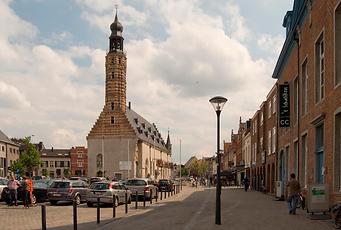 Lakenhal Belfort Herentals Kerk symbool voor de stad waarvoor wij luchthavenvervoer voorzien naar alle luchthavens