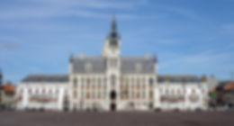 Stadhuis gemeenteplein Grote Markt Sint-Niklaas symbool voor de stad waarvoor wij luchthavenvervoer voorzien naar alle luchthavens