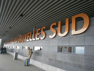 Aeroport de Charleroi Bruxelles Sud Brussels South Airport Gosselies luchthaven als symbool voor luchthavenvervoer luchthaventransfer