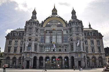 Antwerpen Centraal treinstation gebouw voorkant Thalys