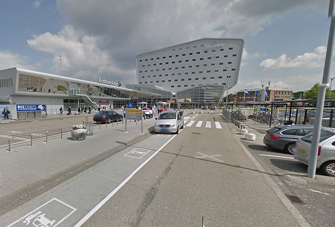 Luchthavenvervoer Eindhoven Airport luchthaven terminalgebouw passagiers afzetten vertrek kort parkeren kiss&ride Tulip Inn hotel