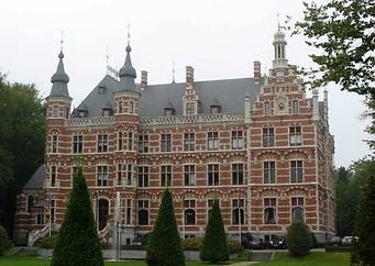 Stadhuis Westerlo Kasteel gravin Jeanne symbool voor de stad waarvoor wij luchthavenvervoer voorzien naar alle luchthavens