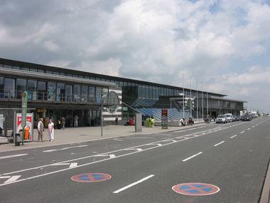 Dortmund Airport luchthaven terminal gebouw foto buitenaanzicht overdag