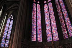 ステンドグラスが美しい教会