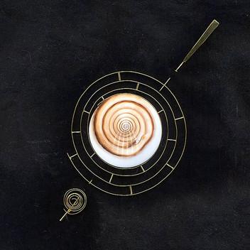 Paula Vieira Jewellery 19.2k Gold Brooch and Shell