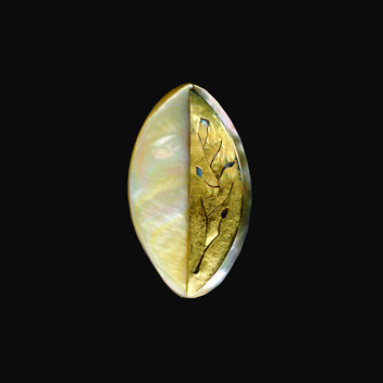 Paula Vieira Jewellery 19.2k Gold Brooch and Mother of Pearl