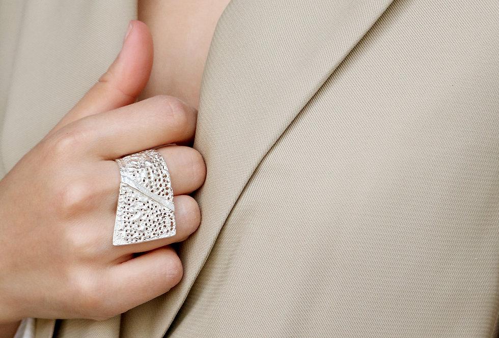 Vulcana Wave Silver Ring