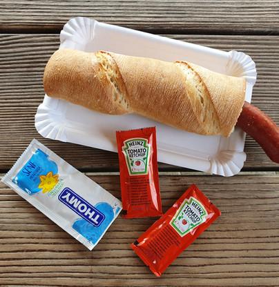 Hot-Dog mit Schweinswurst