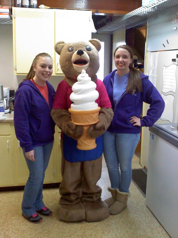 Opening_Day_2013_girls_and_macs_bear.8285137_std