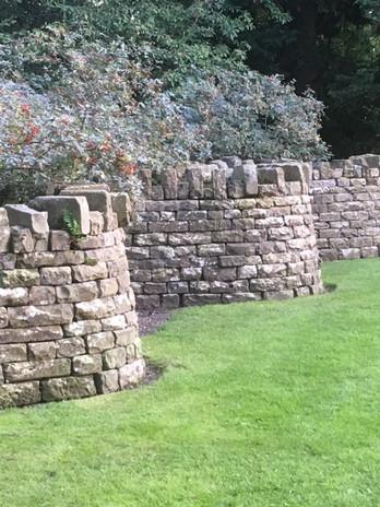 Serpentine wall Within Walkden Gardens.j