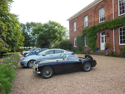 Classic_cars_in_driveway_at_Glebe_House_
