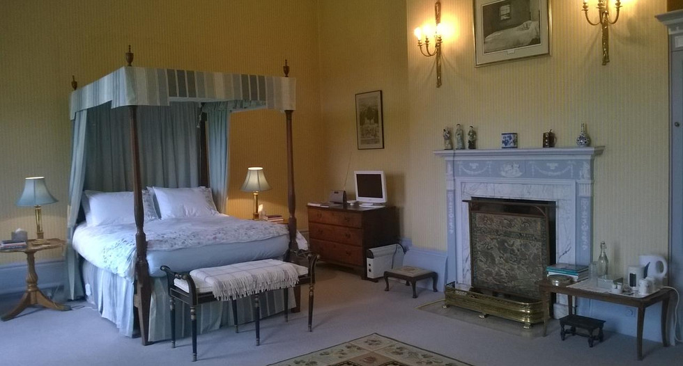 Four_poster_bedroom_Glebe_House_Muston_i