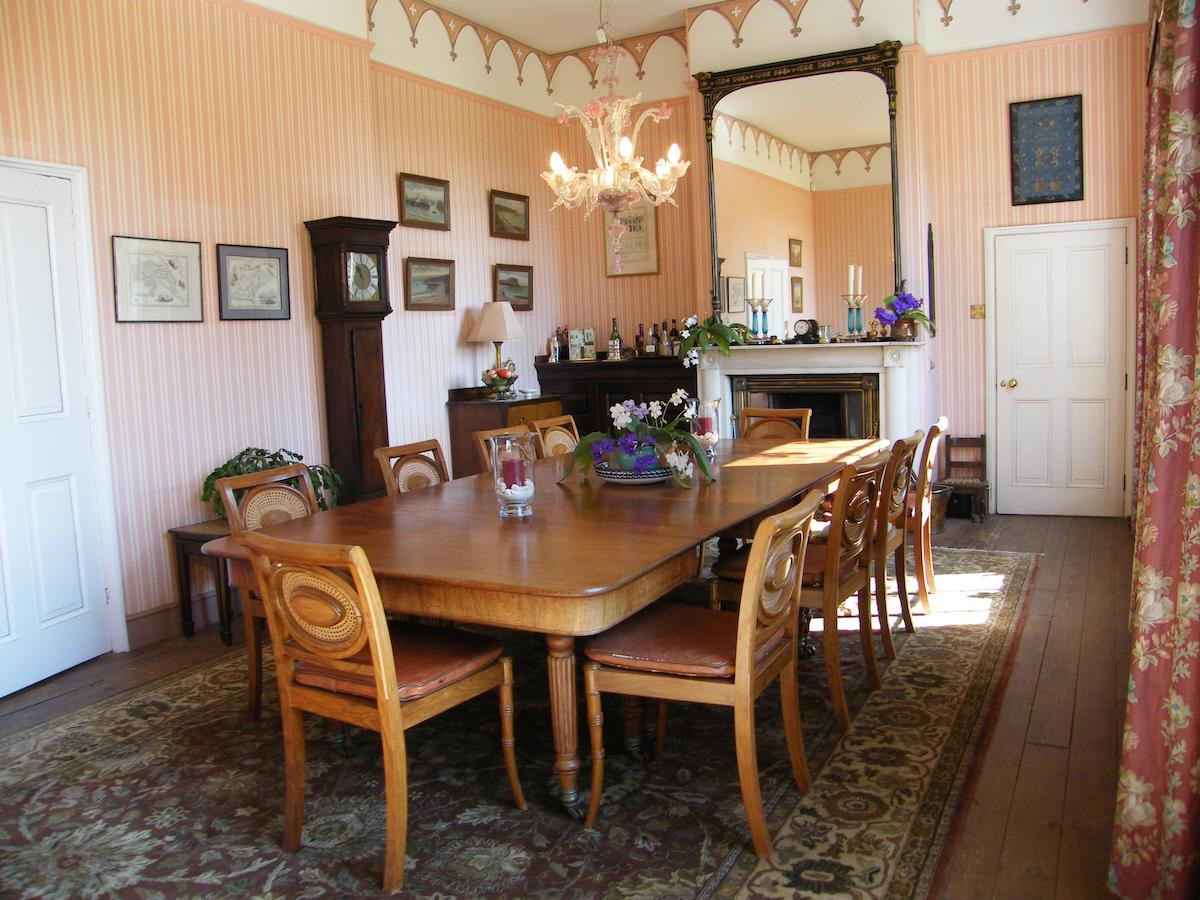 Dining_room_at_Glebe_House_Muston_in_Lei