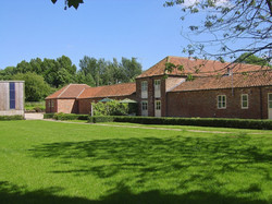 Bridge Farm Holiday Cottages - The Byre,