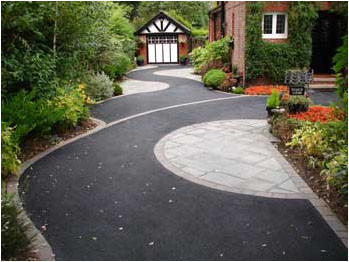 Curved tarmac front drive.jpg