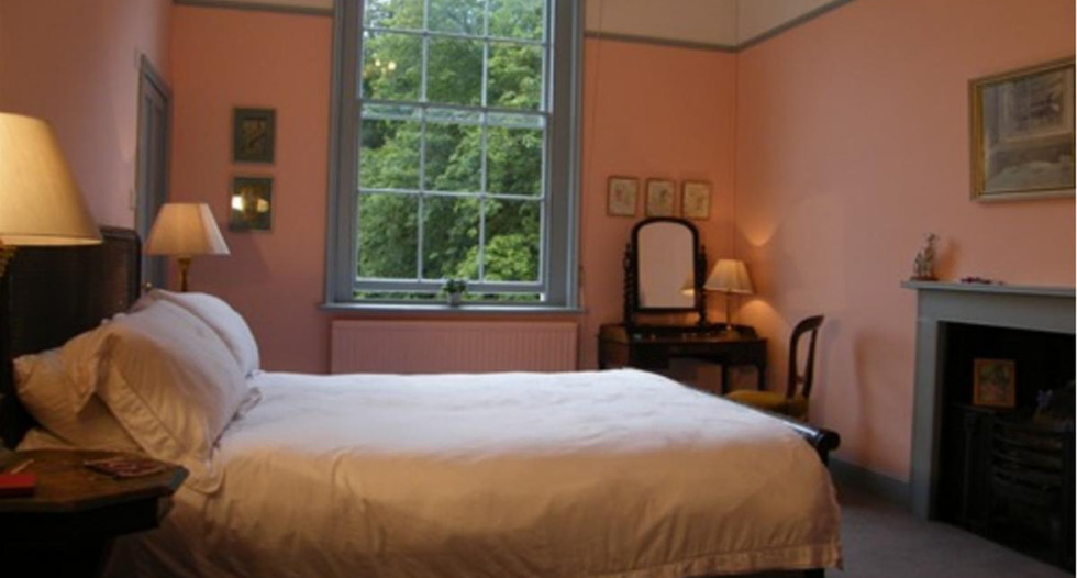 The_Pink_Bedroom_at_Glebe_House_Muston_i