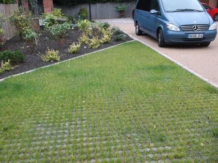 An octagonal garden design featuring per