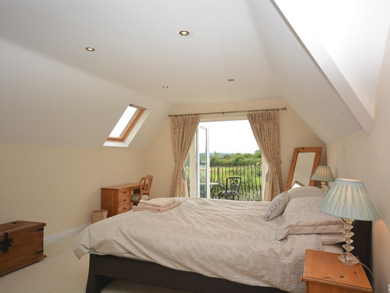 Master bedroom with en-suite and balcony