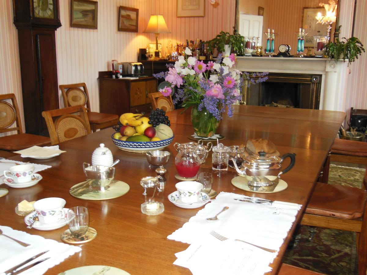 Dining_room_Glebe_House_Muston_in_Leices