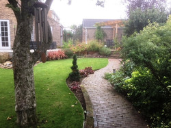 Aluminium alloy lawn edging gives a permanent edge easy to maintain