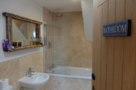 GALLANACH LODGE (Isle of Muck) bathroom-