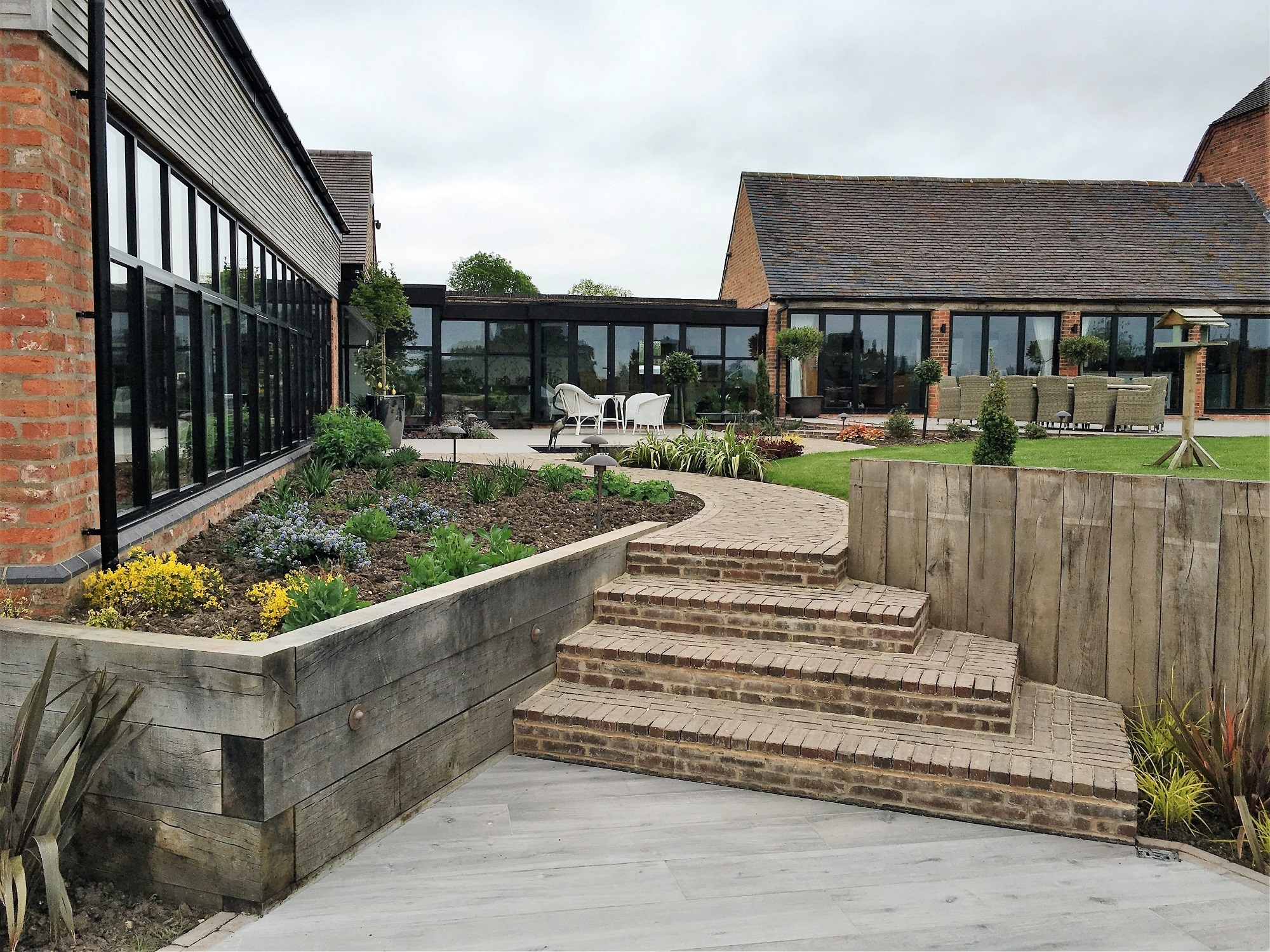 Barn conversion in Leicestershire retainer walls and steps between two garden levels (8)