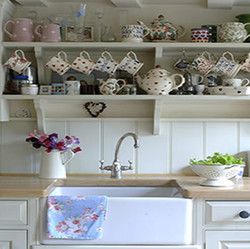 traditional country kitchn with butcher sink