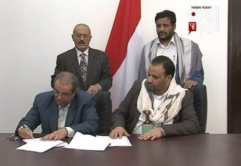Houthi/Saleh representatives signing the agreement to launch a Supreme Political Council (Photo from Yemen Today Channel