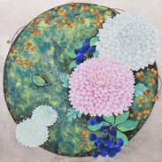 環の中のぽんぽん菊と車輪梅