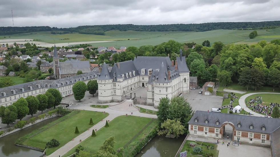 Photo prise par drone du château de Mesnières-en-Bray