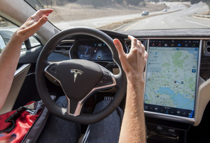 Musk promises Tesla's full autopilot subscription will start working in early 2021
