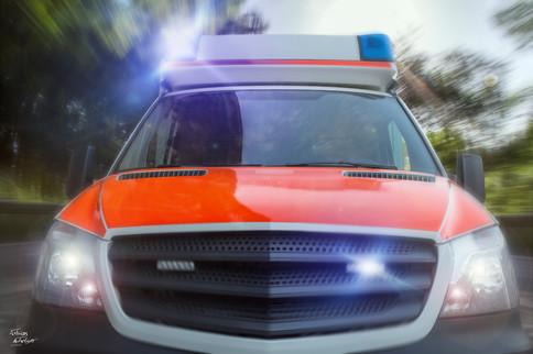 Rettungswagen_Landstraße_Speed_Blaulicht