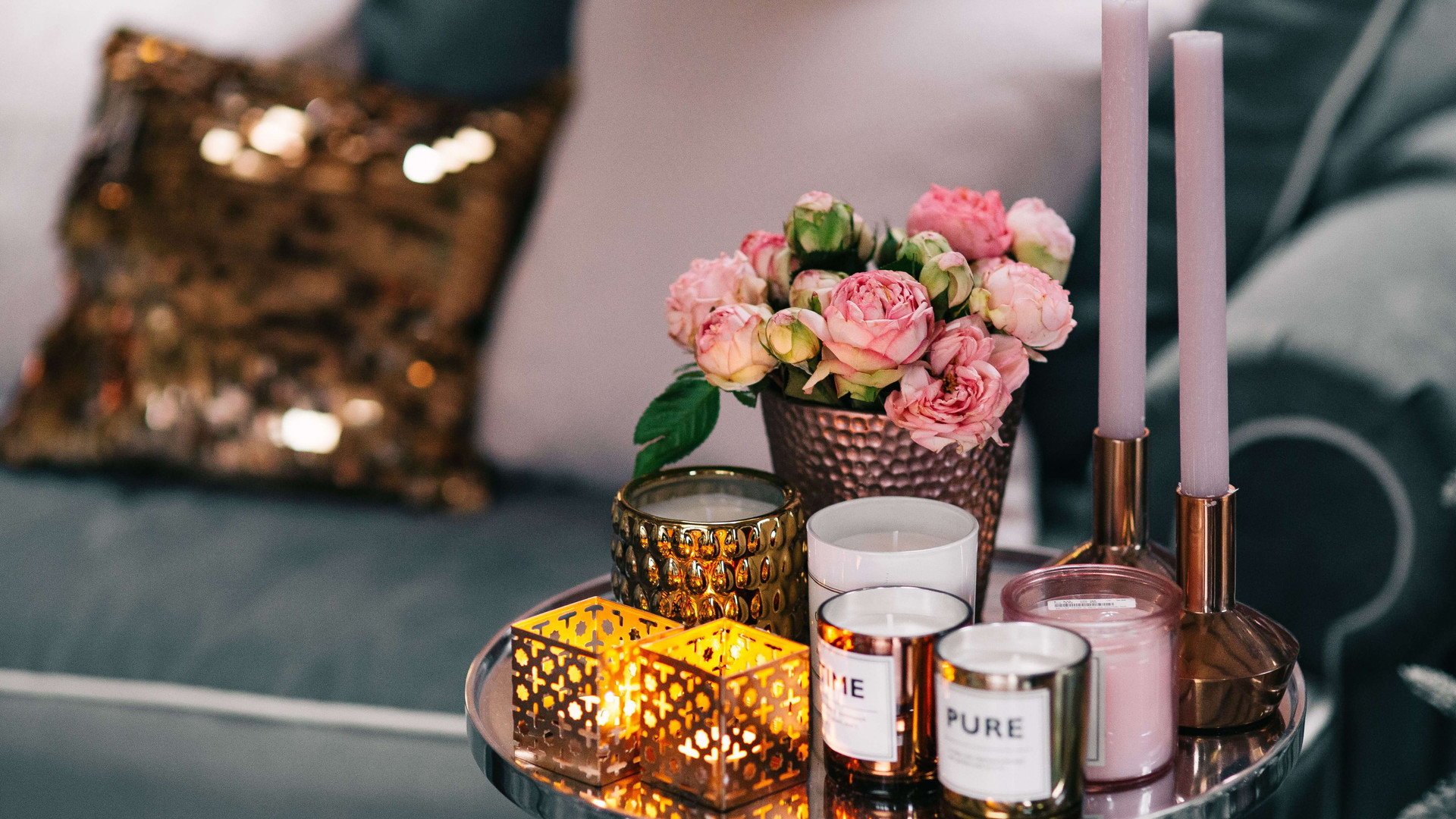 kaboompics_Pink Flowers & Decorations.jp