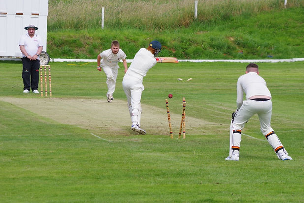 Jamshed Dents Denton as Thornham's good form continues