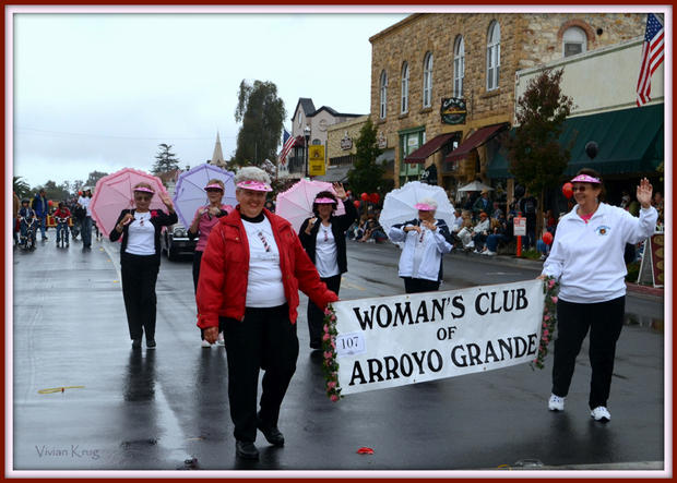 womans club in harvest parade.jpg