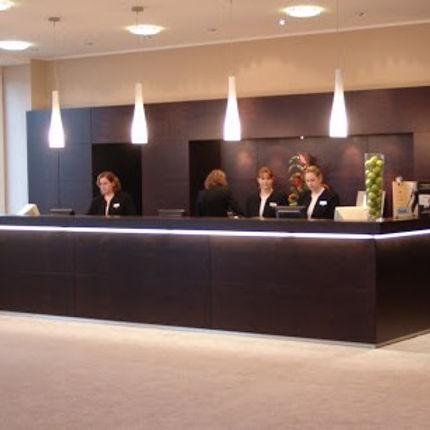 Hotel_NH_M%C3%B6rfelden_Empfang_edited.jpg