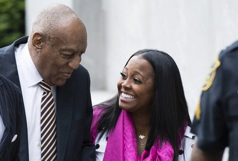 Cosby Show Star Keshia Knight Pulliam Walks Into Court with Bill Cosby at Start of His Sex Assault T