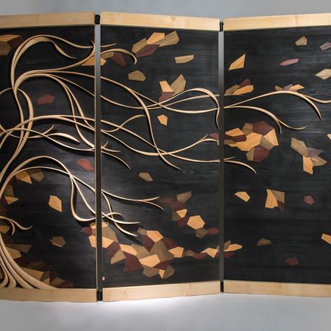 Pour ce paravent en triptyque, j'ai essayé de retranscrire le vent en mettant en forme le mouvement dans les branches et par les ``feuilles'' pour capter ``l'énergie''.