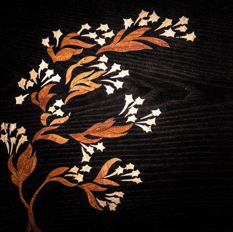 Mes influences sont diverses: les décors architecturaux et géométriques, l'art nouveaux, les peintures chinoises taoïstes et bien-sur la nature. Clein d'œil à ma passion pour l'arboriculture fruitière. Domaine aux-quel je passe toujours du temps principalement en hiver