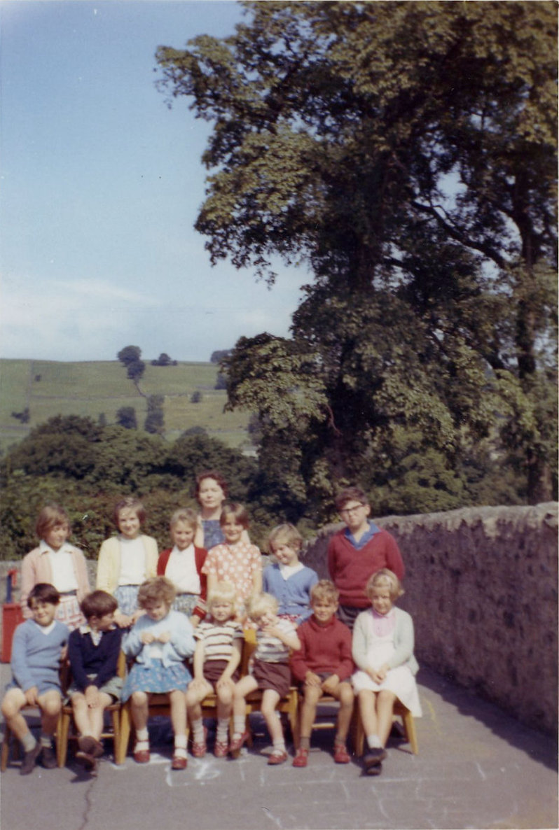 Mrs Teasdale and Cross Lanes pupils, 1964