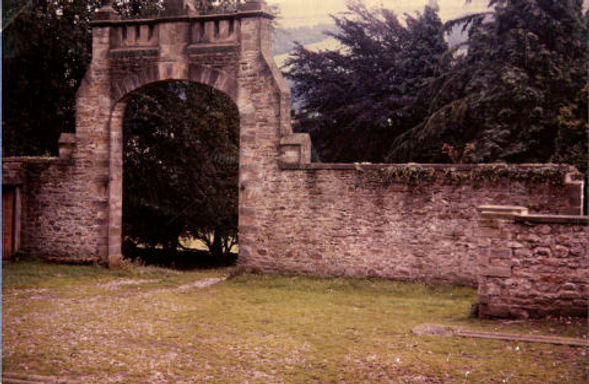 Entrance to stable yard -1958, Kidstones School, Bishopdale. Courtesy of Mrs Ivimey-Cook