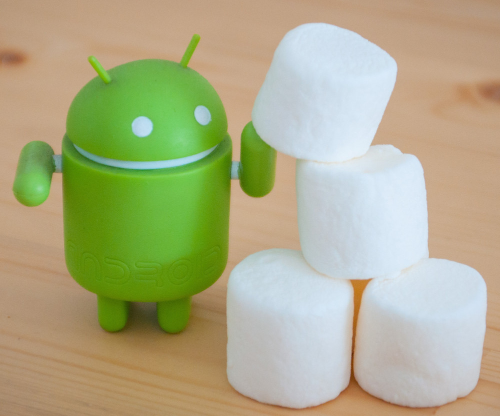 Boneco do Android com cubos de marshmallow