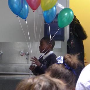 How many helium balloons do I need to lift me?