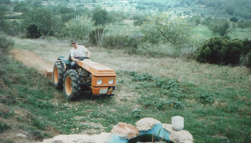 1995 - preparing the field for the aloes.