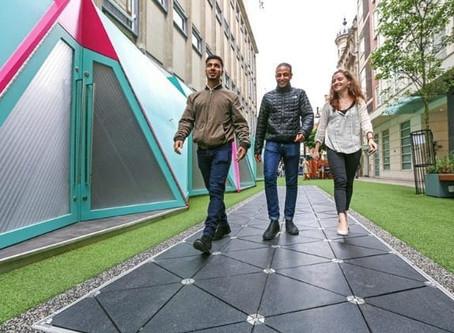 Il pavimento intelligente: camminare per produrre energia