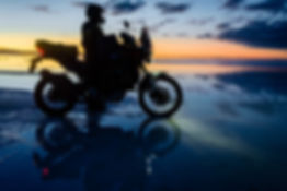 Bolivia, Uyuni,Nick + bike, sunrise GOOD