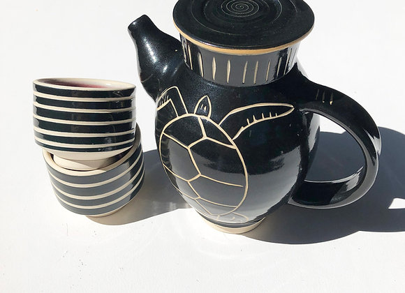 Teapot with Turtle with two cups