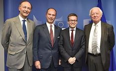 Photo with Moedas.jpg