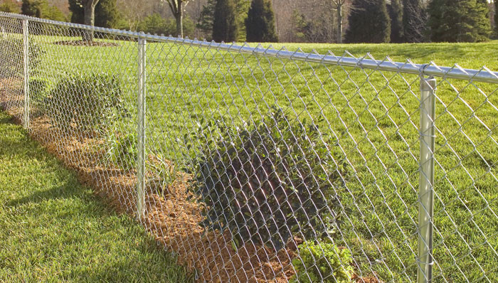 install-chain-link-fence-hero.jpg