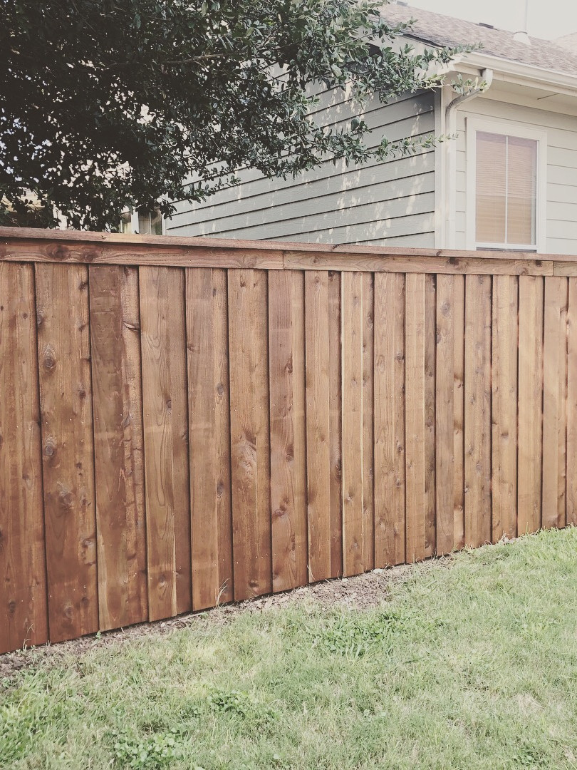 Medium Brown, 6 Ft Board on Board Cedar Fence with Topcap & Trim